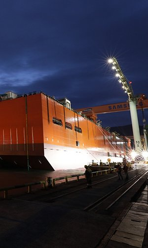 Coral-Sul-FLNG-hull-launching.jpg