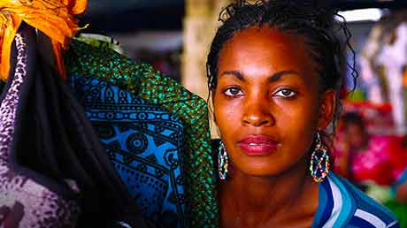 Eni partner del Festivaletteratura di Mantova racconta l'Africa: l'evento Inedita Energia, il libro e la mostra fotografica Viaggio in Africa.