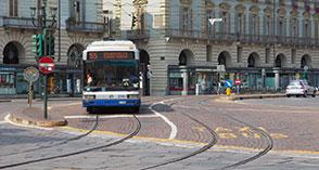"""Eni: i test sugli autobus torinesi confermano che il nuovo carburante ecologico """"Eni Diesel più"""" contribuisce alla riduzione dell'inquinamento"""