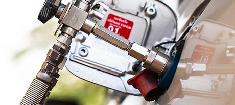Eni e Snam firmano contratto applicativo per lo sviluppo di stazioni a metano in Italia